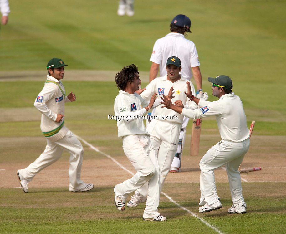 Alastair Cook is bowled by Mohammad Amir (bareheaded) during the second npower Test Match between England and Pakistan at Edgbaston, Birmingham.  Photo: Graham Morris (Tel: +44(0)20 8969 4192 Email: sales@cricketpix.com) 09/08/10