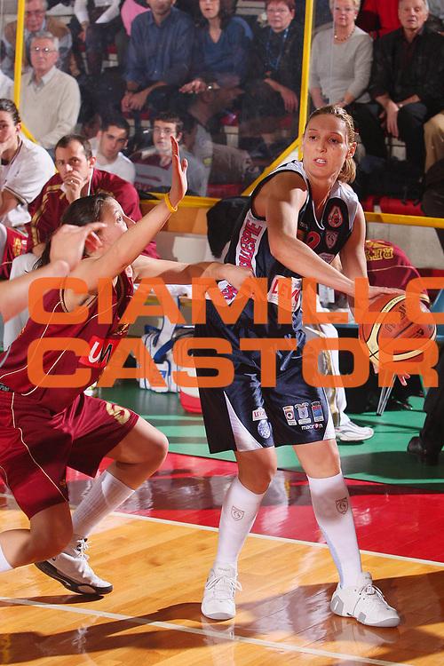 DESCRIZIONE : Schio Lega A1 Femminile 2007-08 Coppa Italia Finale Levoni Taranto Umana Venezia <br /> GIOCATORE : Sauret Gillespie <br /> SQUADRA : Levoni Taranto <br /> EVENTO : Campionato Lega A1 Femminile 2007-2008 <br /> GARA : Levoni Taranto Umana Venezia <br /> DATA : 16/03/2008 <br /> CATEGORIA : Passaggio <br /> SPORT : Pallacanestro <br /> AUTORE : Agenzia Ciamillo-Castoria/S.Silvestri