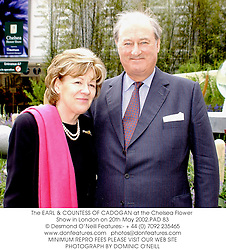 The EARL & COUNTESS OF CADOGAN at the Chelsea Flower Show in London on 20th May 2002.PAD 83