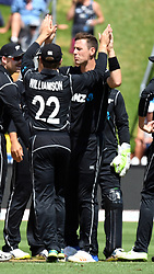 New Zealand's Matt Henry, centre, celebrates the wicket of Pakistan's Umar Amin for 2 in the fifth one day International Cricket match, Basin Reserve, Wellington, New Zealand, Friday, January 19, 2018