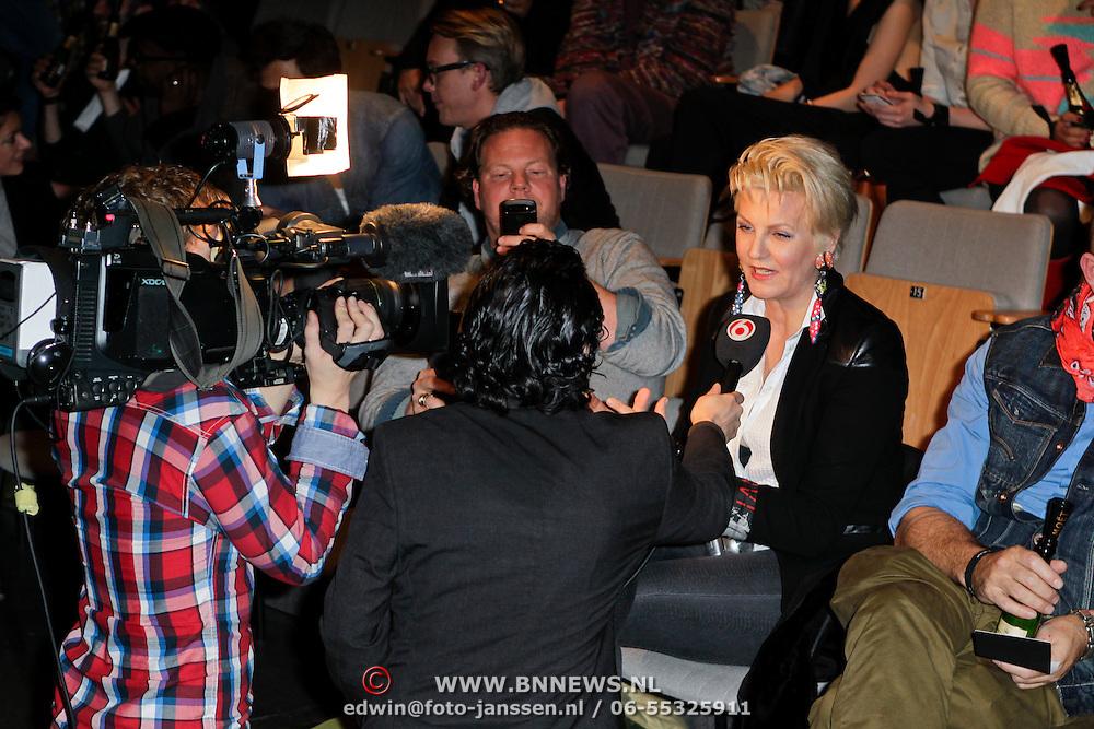 NLD/Amsterdam/20120124 - Modeshow Cold Method 5 jaar, Bastiaan van Schaik en Marianne Verkerk worden geinterviewd