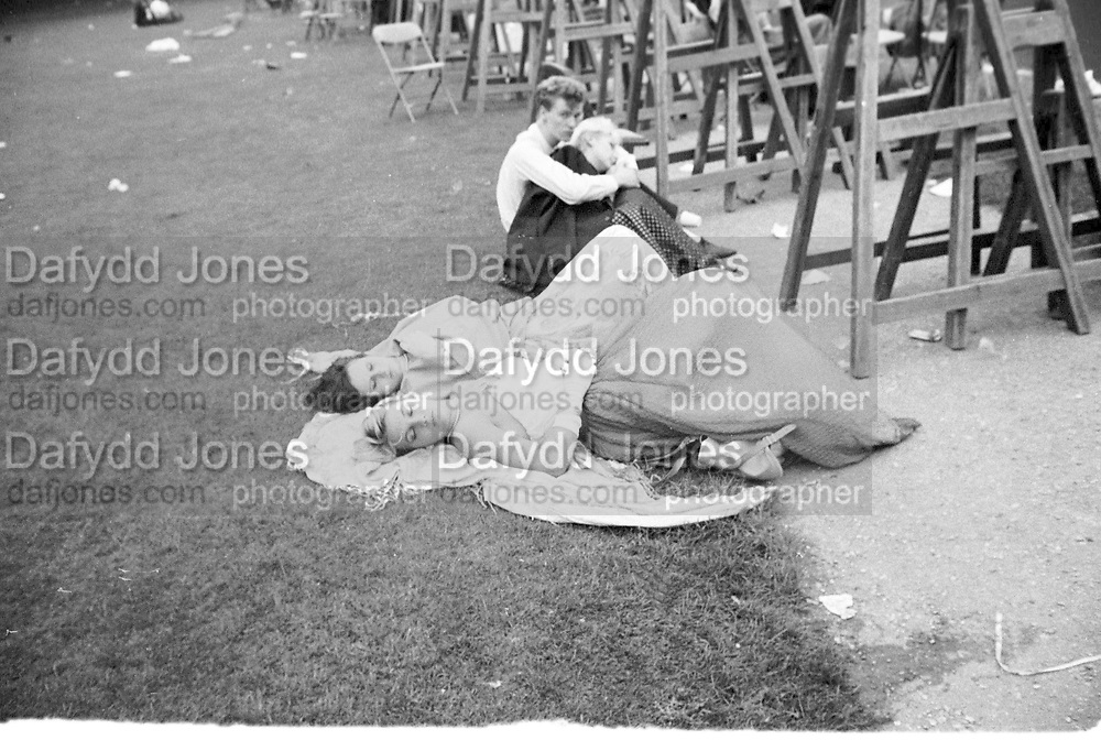 6. a.m. Trinity May Ball. Cambridge. 18 June 1984. Film 84507f5<br /> © Copyright Photograph by Dafydd Jones. 66 Stockwell Park Rd. London SW9 0DA. Tel 0171 733 0108