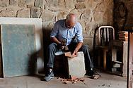 Salerno, Italia - La Fornace De Martino. Con un metodo antichissimo vengono realizzate a mano delle autentiche opere d'arte in ceramica. Dalle mattone (riggione) ai servizi da tavolo.<br /> Ph. Roberto Salomone