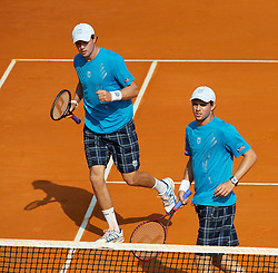 MONTE-CARLO, MONACO - Friday, April 16, 2010: Bob Bryan (USA) (L) and Mike Bryan (USA) in action during the Men's Doubles 3rd Round match on day five of the ATP Masters Series Monte-Carlo at the Monte-Carlo Country Club. (Photo by David Rawcliffe/Propaganda)