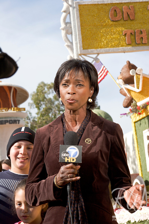 ABC Channel 7 Eyewitness News Reporter Amy Powell on Location at the City of Duarte / City of Hope 2008 Rose Parade Float Viewing, Pasadena, California