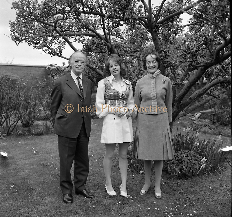 Erskine Childers At Home.1973..16.04.1973..04.16.1973..16th April 1973..After his nomination as party candidate for Fianna Fail, Mr Erskine Childers was photographed at his home in a relaxed athmosphere..Pictured in the garden of their family home are Mr Erskine Childers,Fianna Fail Nominee for President, his wife, Rita and their daughter Nessa.