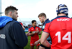Bristol Rugby form a guard of honour and applaud the Bedford Blues players - Mandatory by-line: Robbie Stephenson/JMP - 23/04/2016 - RUGBY - Goldrington Road - Bedford, England - Bedford Blues v Bristol Rugby - Greene King IPA Championship