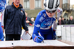 Rozanne Slik signs on at Drentse 8 van Westerveld 2018 - a 142 km road race on March 9, 2018, in Dwingeloo, Netherlands. (Photo by Sean Robinson/Velofocus.com)