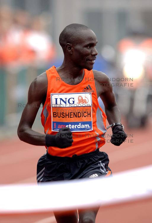15-10-2006 ATLETIEK: MARATHON AMSTERDAM: AMSTERDAM<br /> Winnaar Solomon Bushendich bij de Amsterdam Marathon<br /> &copy;2006: WWW.FOTOHOOGENDOORN.NL
