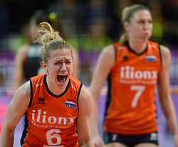 06-01-2016 TUR: European Olympic Qualification Tournament Turkije - Nederland, Ankara<br /> Nederland wint met 3-0 van Turkije / Maret Balkestein-Grothues #6 schreeuwt het uit. In de achtergrond Quinta Steenbergen #7