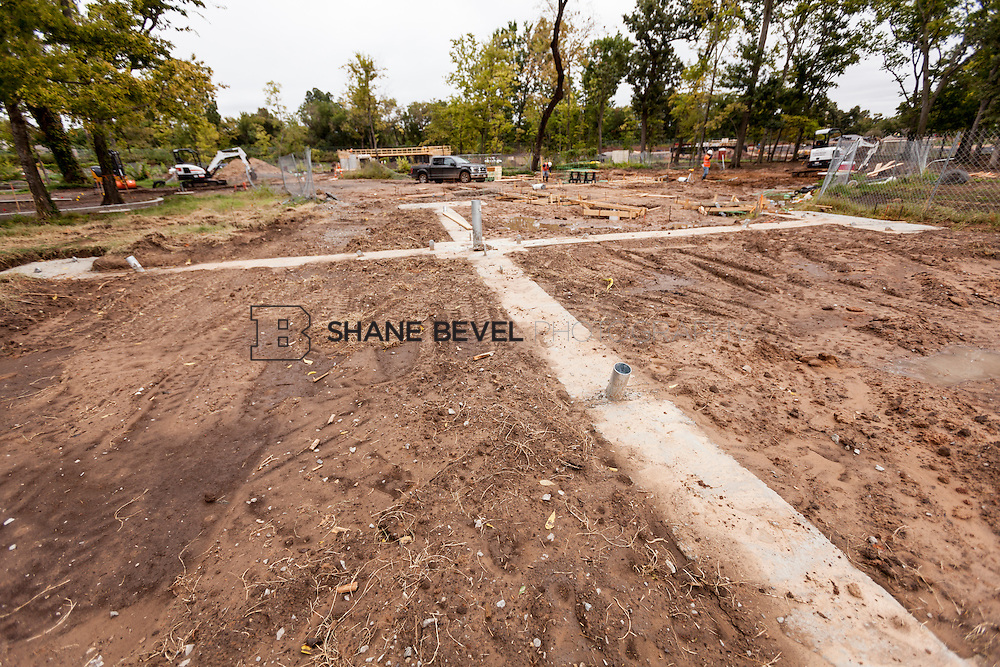 10/7/16 11:09:06 AM -- Steel installation on the Williams Lodge, foundations in the Adventure Playground, Peggy's Pond<br /> <br /> Photo by Shane Bevel