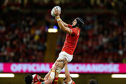 Wales Lock Luke Charteris wins a lineout - Mandatory byline: Rogan Thomson/JMP - 07966 386802 - 20/09/2015 - RUGBY UNION - Millennium Stadium - Cardiff, Wales - Wales v Uruguay - Rugby World Cup 2015 Pool A.