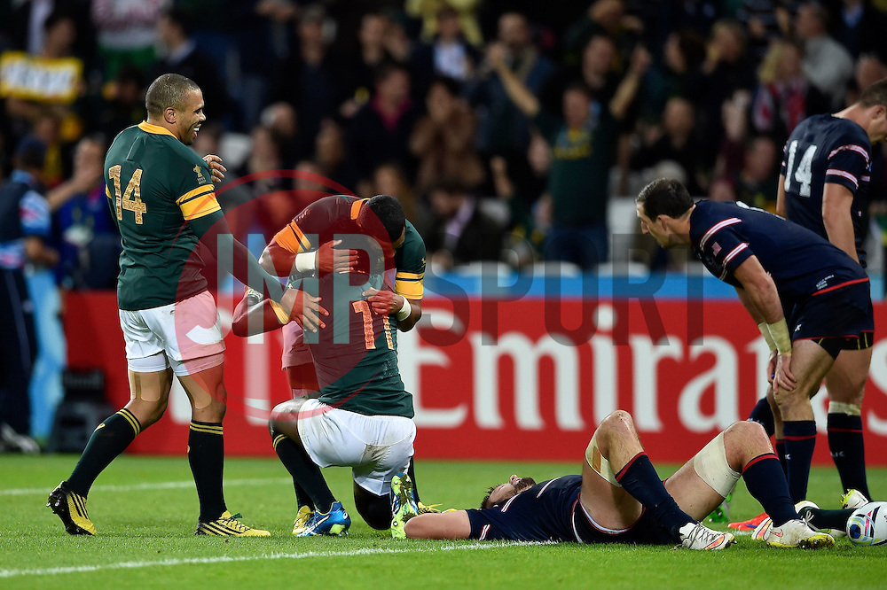 South Africa players congratulate Lwazi Mvovo on his try in the last play of the match - Mandatory byline: Patrick Khachfe/JMP - 07966 386802 - 07/10/2015 - RUGBY UNION - The Stadium, Queen Elizabeth Olympic Park - London, England - South Africa v USA - Rugby World Cup 2015 Pool B.