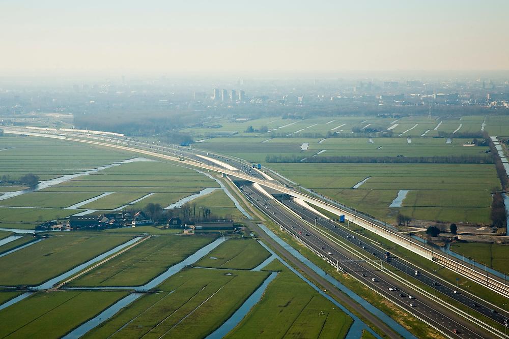 Nederland, Zuid-Holland, Hoogmade, 11-02-2008; kruising van de HSL met Rijksweg A4, de snelweg is reeds verbreed en gaat onder de spoorlijn door;  skyline Leiden in de achtergrond; drainage, sloten, veenweide landschap.viaduct, beton, transport, infrastructuur, mobiliteit, hogesnelheidslijn, spoor, rail, HSL, TGV, planologie, ruimtelijke ordening, landschap.luchtfoto (toeslag); aerial photo (additional fee required); .foto Siebe Swart / photo Siebe Swart