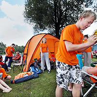 Nederland, Amsterdam , 7 augustus 2011..3 jaar op rij is Het Y nationaal verenigingskampioen open water zwemmen geworden..De hoogste tijd dus om zelf een wedstrijd te organiseren..Na veel zoekwerk hebben we een geschikte locatie gevonden: De Gaasperplas inAmsterdam ZuidOost.De datum voor deze eerste open water wedstrijd is 7 augustus 2011..Op de foto het kampement van de deelnemers van het Open water zwemmen bij de Gaasperplas...Foto:Jean-Pierre Jans