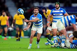 Martin Landajo of Argentina passes the ball - Mandatory byline: Patrick Khachfe/JMP - 07966 386802 - 08/10/2016 - RUGBY UNION - Twickenham Stadium - London, England - Argentina v Australia - The Rugby Championship.