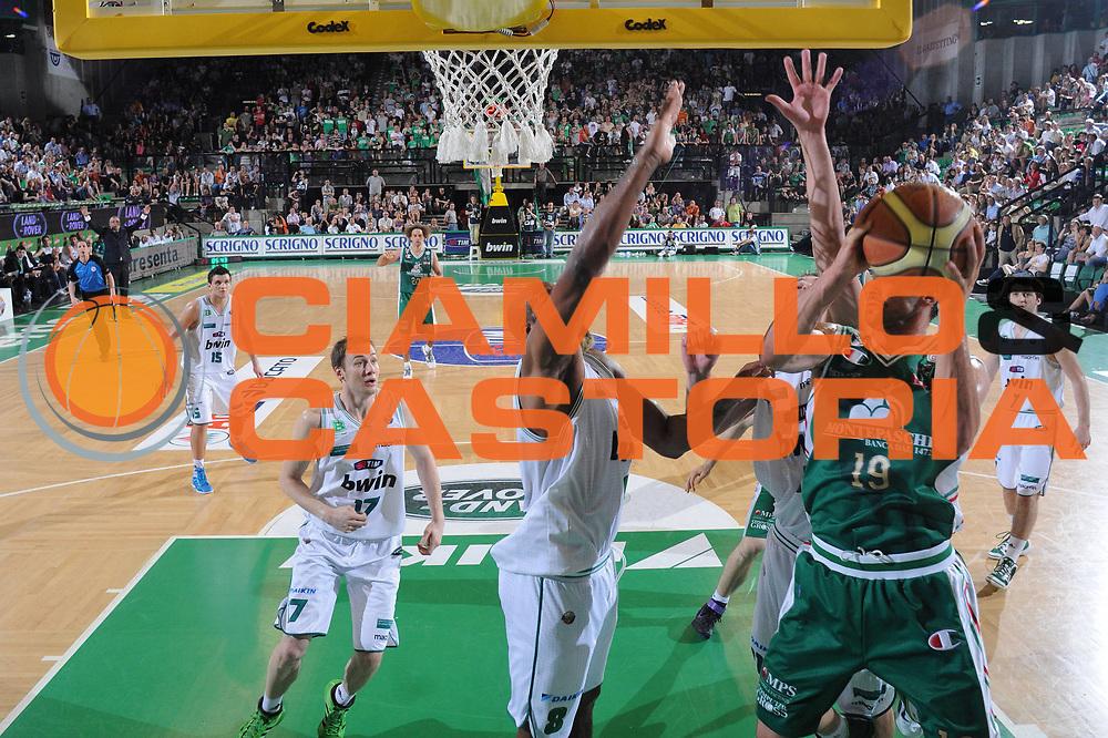 DESCRIZIONE : Treviso Lega A 2010-11 Semifinale Play off Gara 3 Benetton Treviso Montepaschi Siena<br /> GIOCATORE : Marko Jaric<br /> SQUADRA : Benetton Treviso Montepaschi Siena<br /> EVENTO : Campionato Lega A 2010-2011<br /> GARA : Benetton Treviso Montepaschi Siena<br /> DATA : 05/06/2011<br /> CATEGORIA : Tiro<br /> SPORT : Pallacanestro<br /> AUTORE : Agenzia Ciamillo-Castoria/M.Gregolin<br /> Galleria : Lega Basket A 2010-2011<br /> Fotonotizia : Treviso Lega A 2010-11 Semifinale Play off Gara 3 Benetton Treviso Montepaschi Siena<br /> Predefinita :