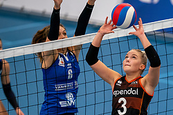 26-10-2019 NED: Talentteam Papendal - Sliedrecht Sport, Ede<br /> Round 4 of Eredivisie volleyball - Esther van Berkel #7 of Sliedrecht Sport, Fleur Meinders #3 of Talent Team