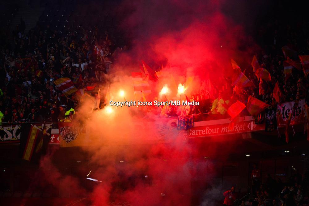Supporters Lens - 03.02.2015 - Lille / Lens - 35eme journee de Ligue 1<br />Photo : Dave Winter / Icon Sport