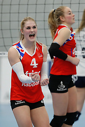20190112 NED: Sliedrecht Sport - VC Sneek: Sliedrecht<br />Hester Jasper (4) of VC Sneek, Roos van Wijnen (11) of VC Sneek<br />©2019-FotoHoogendoorn.nl / Pim Waslander