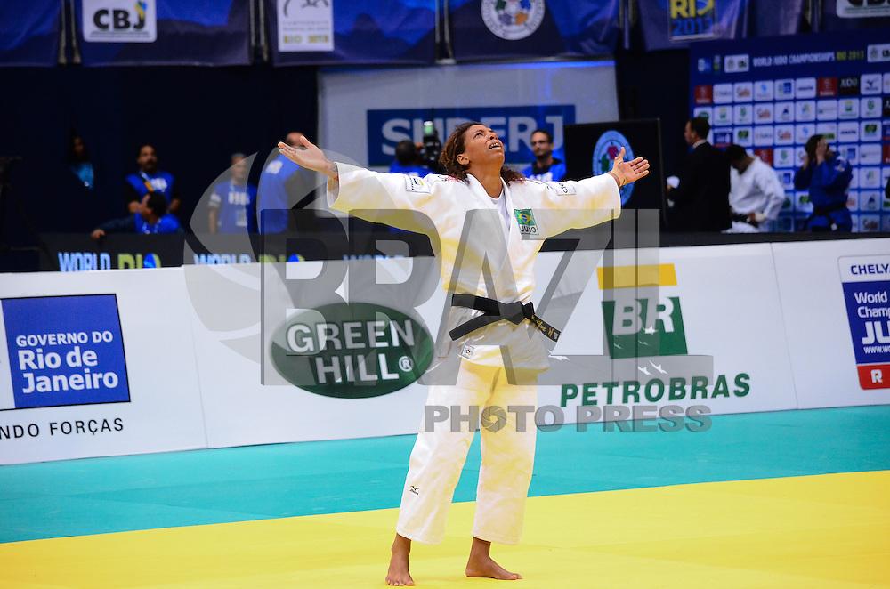 RIO DE JANEIRO, RJ,28 DE AGOSTO DE 2013 -CAMPEONATO MUNDIAL DE JUDÔ RIO 2013- A brasileira Rafaela Silva (de branco) derrotou a americana Malloy M. e conquistou a primeira medalha de ouro para o Brasil ,na categoria 57 kg no Mundial de Judô Rio 2013, no Maracanazinho de 26 de agosto a 01 de setembro, zona norte do Rio de Janeiro.FOTO:MARCELO FONSECA/BRAZIL PHOTO PRESS