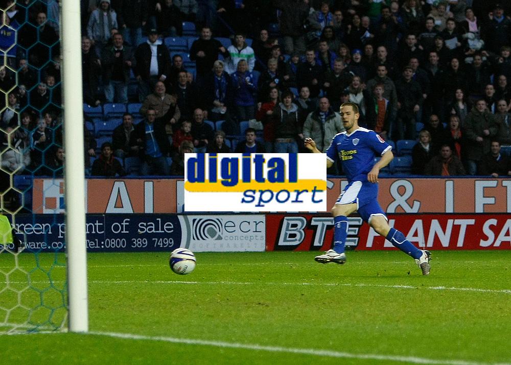 Photo: Steve Bond/Richard Lane Photography. Leicester City v Peterborough United. Coca-Cola Football League One. 20/12/2008. Matty Fryatt sidefoots no2