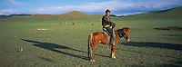 Mongolie, Province d'Arkhangai, Nomade // Mongolia, Arkhangai province, nomad on horse