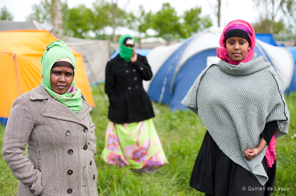 Somalische vluchtelingen bij tentenkamp Ter Apel