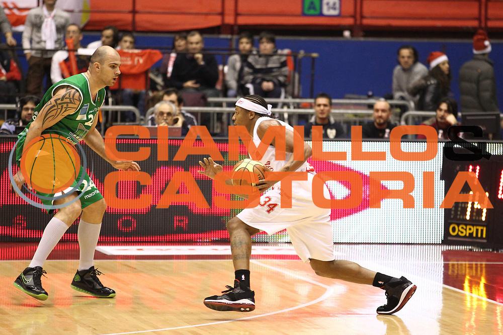 DESCRIZIONE : Milano Lega A 2010-11 Armani Jeans Milano Air Avellino<br /> GIOCATORE : David Hawkins<br /> SQUADRA : Armani Jeans Milano<br /> EVENTO : Campionato Lega A 2010-2011<br /> GARA : Armani Jeans Milano Air Avellino<br /> DATA : 12/12/2010<br /> CATEGORIA : Palleggio<br /> SPORT : Pallacanestro<br /> AUTORE : Agenzia Ciamillo-Castoria/G.Cottini<br /> Galleria : Lega Basket A 2010-2011<br /> Fotonotizia : Milano Lega A 2010-11 Armani Jeans Milano Air Avellino<br /> Predefinita :