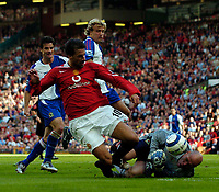 Photo: Jed Wee.<br /> Manchester United v Blackburn Rovers. The Barclays Premiership. 24/09/2005.<br /> <br /> Blackburn goalkeeper Brad Friedel was in good form to keep Manchester United out, as he denies Ruud van Nistelrooy.