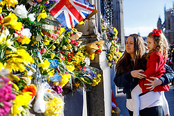 © Licensed to London News Pictures. 25/03/2017. London, UK. Members of public pay their respects to the victims of Westminster terror attack outside the Houses of Parliament in London on 25 March 2017. Photo credit: Tolga Akmen/LNP