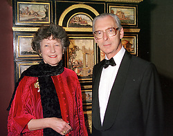 SIR TIM & LADY SAINSBURY at a reception in London on 17th April 2000.<br /> OCX 17
