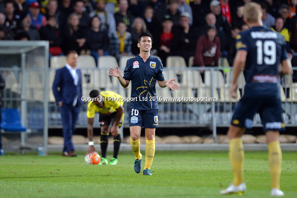 Luis Garcia and Josh Bingham of the Mariners (L-R) reacting during the round 17 A-League match between the Wellington Phoenix and the Central Coast Mariners at AMI Stadium in Christchurch, New Zealand. 30 January 2016. Photo: Kai Schwoerer / www.photosport.nz