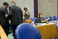 Nederland. Den Haag, 18 september 2008.<br /> Algemene beschouwingen in de tweede kamer.<br /> Bos en Balkenende in overleg in vak K. Rechts : Vogelaar en Albayrak<br /> Foto Martijn Beekman<br /> NIET VOOR PUBLIKATIE IN LANDELIJKE DAGBLADEN.