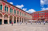 Croatie, Dalmatie, côte dalmate, centre historique de Split classé Patrimoine Mondial de l' UNESCO, vieille ville, place de la République // Croatia, Dalmatia, Split, Unesco world Heritage site, Republique Square, old city