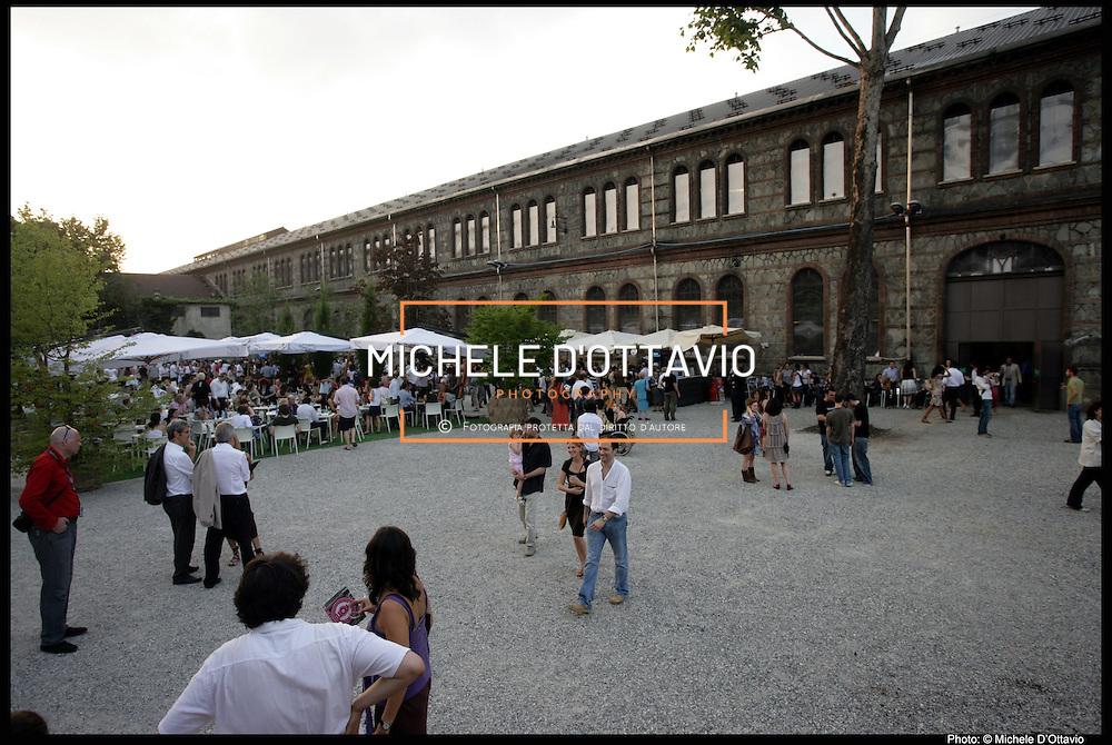 """Officine Grandi Riparazioni di Torino (OGR)..Le OGR nel 2011 saranno, insieme alla Reggia di Venaria, il """"cuore pulsante"""" dei festeggiamenti per i 150 anni dell'unità d'Italia che si terranno a Torino e in Piemonte, intitolati """"Esperienza Italia""""...Costruite tra il 1885 e il 1895, diventano il primo motore di sviluppo del quartiere ..San Paolo. Su un'area di oltre 190.000 mq, gli edifici che componevano il grande complesso delle OGR erano utilizzati per la costruzione e le riparazioni di locomotive e vagoni."""