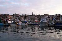 Città vecchia vista dal mar piccolo di Taranto.