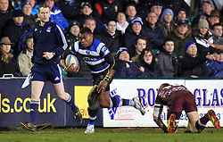 Semesa Rokoduguni (Bath) goes on the attack - Photo mandatory by-line: Patrick Khachfe/JMP - Tel: Mobile: 07966 386802 16/01/2014 - SPORT - RUGBY UNION -  The Recreation Ground, Bath - Bath Rugby v Bordeaux-Begles - Amlin Challenge Cup.