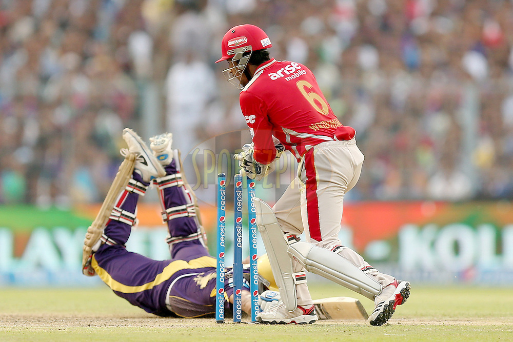 Wriddiman Saha attempts to run out Yusuf Pathan during the first qualifier match (QF1) of the Pepsi Indian Premier League Season VII 2014 between the Kings XI Punjab and the Kolkata Knight Riders held at Eden Gardens Cricket Stadium, Kolkata, India on the 28th May 2014. Photo by Jacques Rossouw / IPL / SPORTZPICS<br /> <br /> <br /> <br /> Image use subject to terms and conditions which can be found here:  http://sportzpics.photoshelter.com/gallery/Pepsi-IPL-Image-terms-and-conditions/G00004VW1IVJ.gB0/C0000TScjhBM6ikg