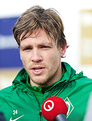11.01.2014, Trainingsplatz, Jerez de la Frontera, ESP, 1. FBL, SV Werder Bremen, Trainingslager, im Bild Clemens Fritz (SV Werder Bremen #8) beim Interview // Clemens Fritz (SV Werder Bremen #8) beim Interview during Trainingsession of German Bundesliga Club SV Werder Bremen at Trainingsplatz in Jerez de la Frontera, Spain on 2014/01/11. EXPA Pictures © 2014, PhotoCredit: EXPA/ Andreas Gumz<br /> <br /> *****ATTENTION - OUT of GER*****