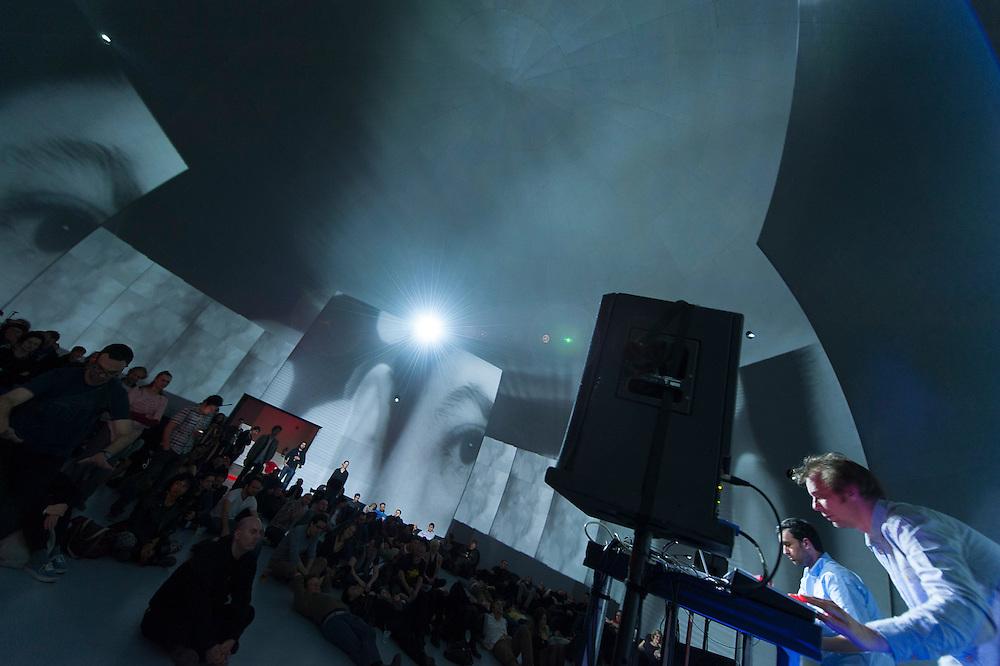 DEMDIKE STARE, duo britannique formé par Miles Whittaker et Sean Canty, associés à létiquette Modern Love
