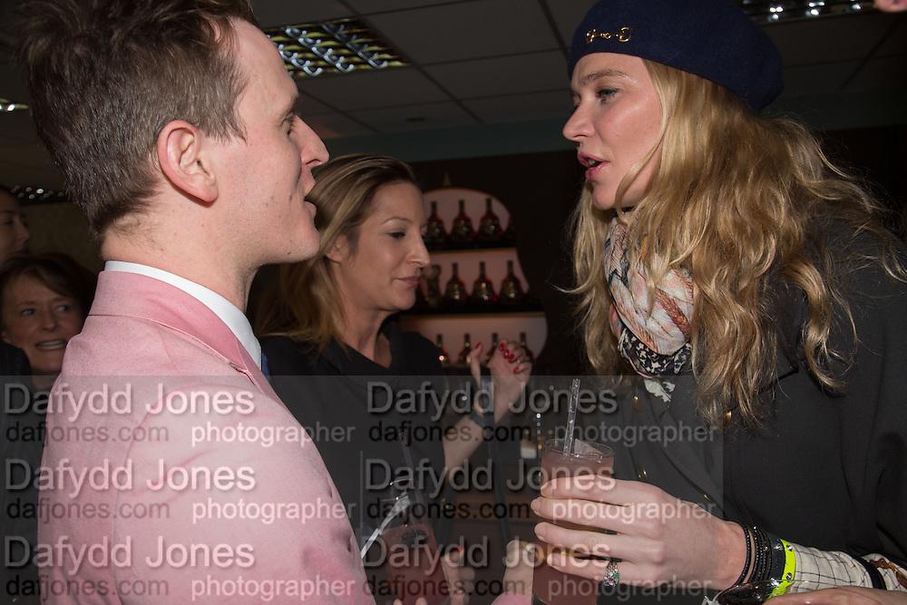 DENNIS SMITH; LAURA PRADELSKA; JODIE KIDD, Hennessy Gold Cup, The Racecourse Newbury. 30 November 2013.