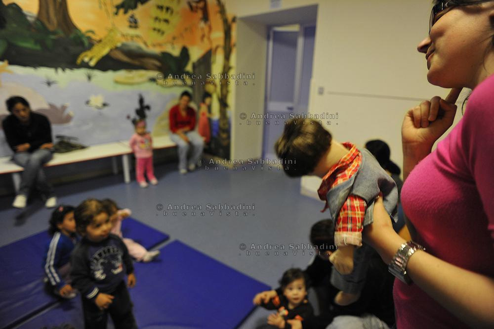 """Roma, 10/05/2010: Laboratorio ludico """"Giocare a Rebibbia"""" nella sezione femminile Rebibbia Nido - Laboratory entertainment """"Playing Rebibbia"""" in the creche of Rebibbia women's section"""