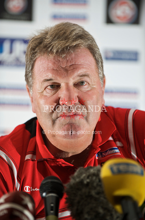 CARDIFF, WALES - Tuesday, September 8, 2009: Wales' manager John Toshack MBE during a press conference at the Vale of Glamorgan Hotel ahead of the FIFA World Cup Qualifying Group 3 match against Russia. (Pic by David Rawcliffe/Propaganda)