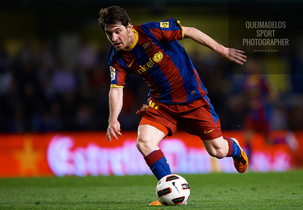 VILLARREAL, CASTELLON - APRIL 02:  Lionel Messi of Barcelona in action during the La Liga match between Villarreal and Barcelona at El Madrigal on April 2, 2011 in Villarreal, Spain.  (Photo by Manuel Queimadelos Alonso/Getty Images) *** Local Caption *** Lionel Messi