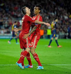 01.05.2013, Fussball Champions League Halbfinale Rückspiel: FC Barcelona - FC Bayern München, im Stadion Nou Camp in Barcelona, Spanien. Torjubel v.li: Franck Ribery (München) mit Luiz Gustavo (München)