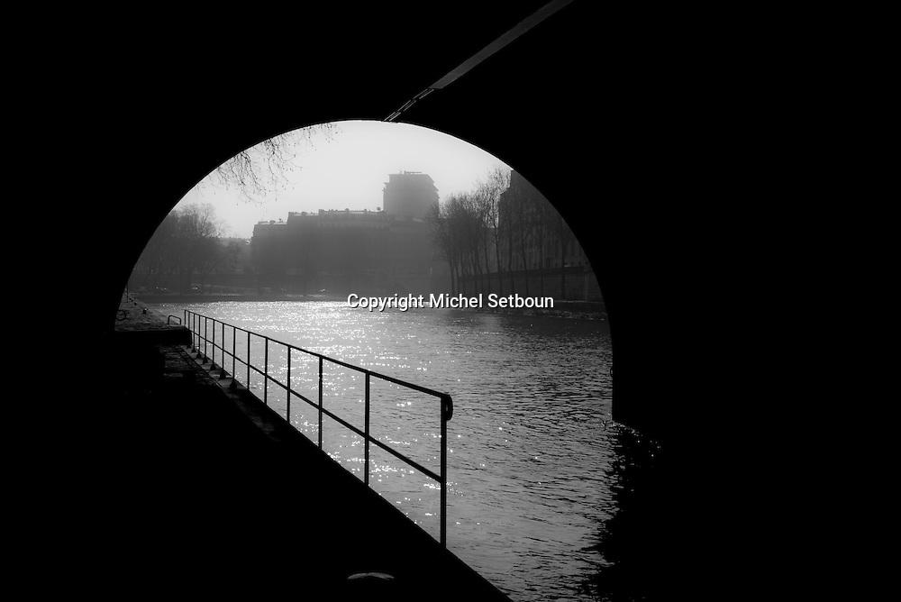 France. Paris 4th ardt. Seine river quays under the Pont Marie/ Sous le Pont marie