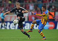 FUSSBALL   CHAMPIONS LEAGUE   SAISON 2012/2013   GRUPPENPHASE   FC Bayern Muenchen - FC Valencia                            19.09.2012 Holger Badstuber (li, FC Bayern Muenchen) gegen Joao Pereira (Valencia CF)