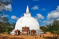 Sri Lanka, province du Centre-Nord, cité historique de Polonnaruwa, classée au Patrimoine Mondial de l'UNESCO, Dagoba de Kiri Vihara temple // Sri Lanka, Ceylon, North Central Province, ancient city of Polonnaruwa, UNESCO World Heritage Site, Kiri Vihara temple dagoba