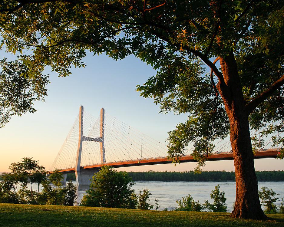 The Bill Emerson Memorial Bridge crosses the Mississippi River at Cape Girardeau, Missouri